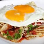 Chilaquiles con Huevos Fritos