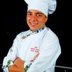 Chef Cristian Navas. Jefe de panadería en el Hotel Punta Diamante. Especialista en repostería y panadería. Estudió en el Columbia College en Bucaramanga y ha realizado varios cursos en Bogotá.