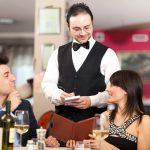 Lo que sí y lo que no se debe hacer a la hora de llamar a un camarero