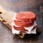 ¿Cómo preparar carne para hamburguesa casera?